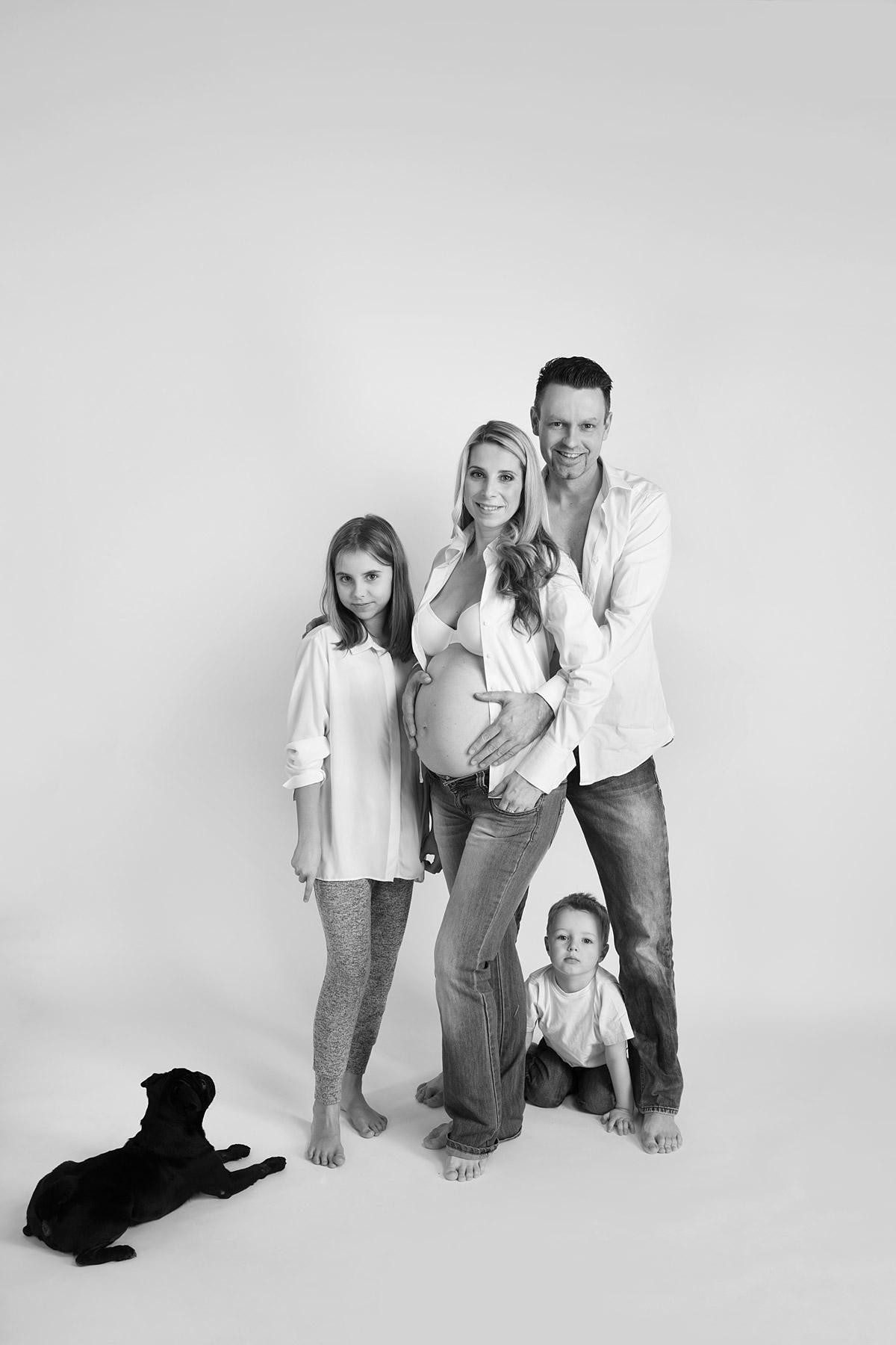 Familienfotos Fotostudio mit Babybauch