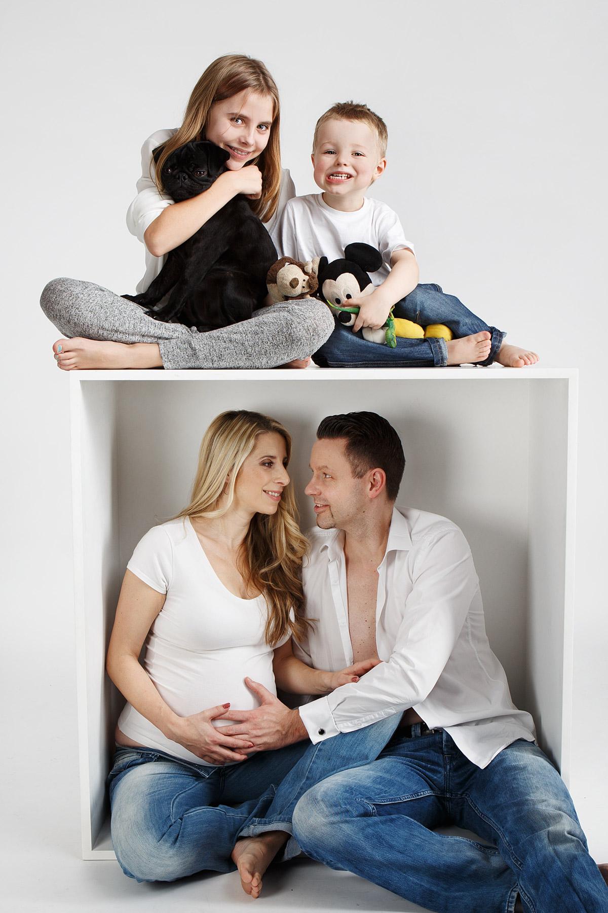 Familienfotos mit Babybauch