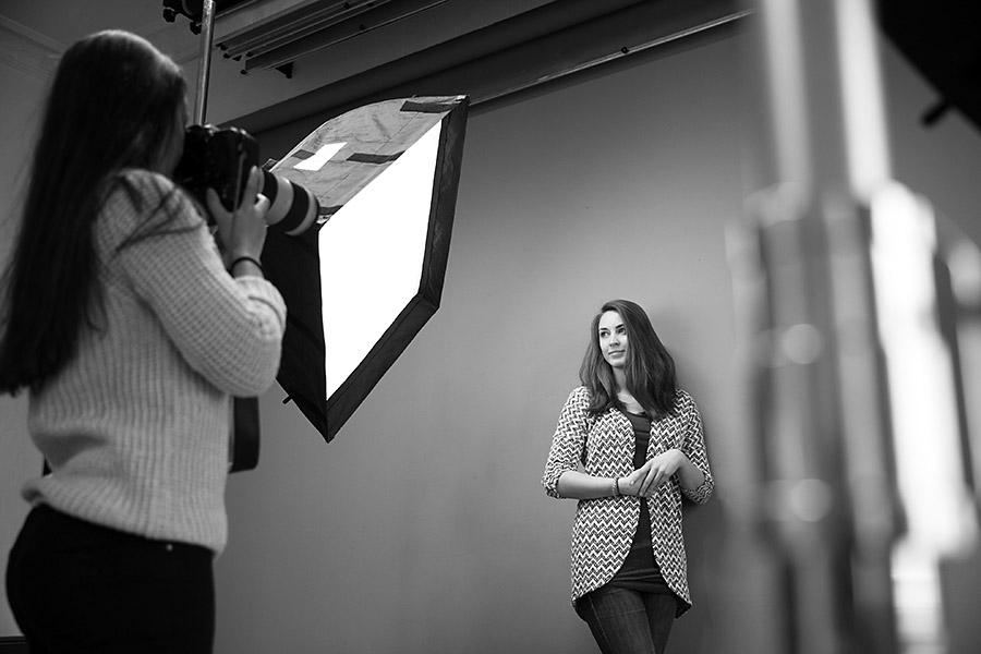 Fotoshooting mit Fotograf im Fotostudio in Berlin